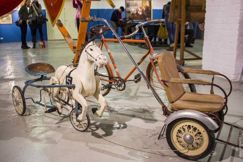 Велосипед, лошадка на педалях - советское детство.