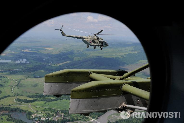 В ЗВО поступила партия новейших транспортно-боевых вертолетов