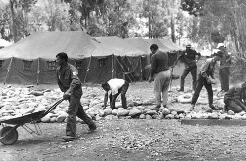 Палаточный лагерь строится, 1970 г.