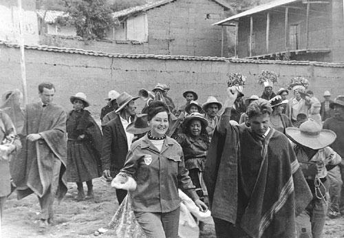 Жители провожают членов отряда, 1970 г.