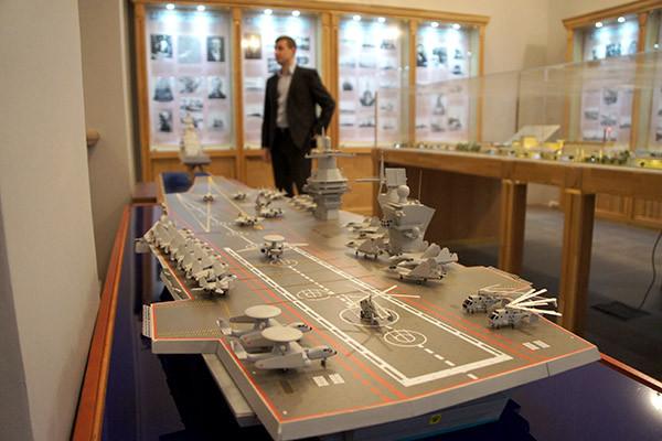 Аванпроект российского авианосца представили в Петербурге