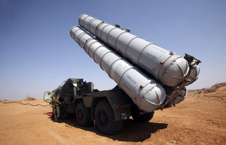 Российская армия приняла на вооружение дальнюю ракету для системы ПВО С-300В4