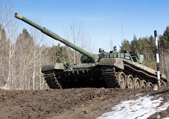 В войска Западного военного округа поступают глубоко модернизированные танки Т-72Б3