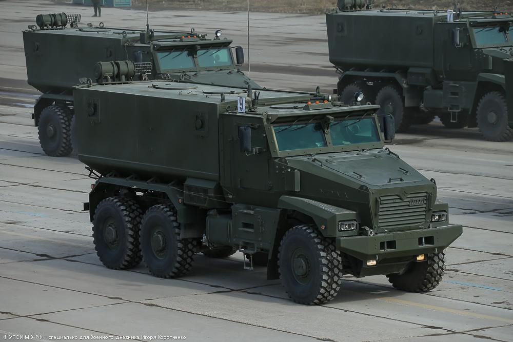 """1. Бронеавтомобиль повышенной защищенности """"Тайфун-У""""."""