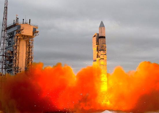 Ракета «Рокот» со спутниками связи стартовала с Плесецка