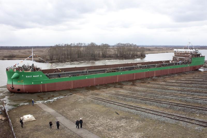 «Окская судоверфь» спустила четвертое судно проекта RST54