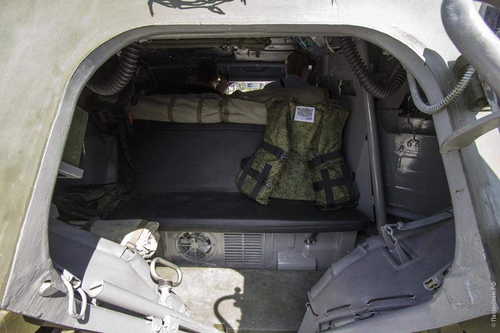 """Вход в бронетранспортер """"БТР-82А""""."""
