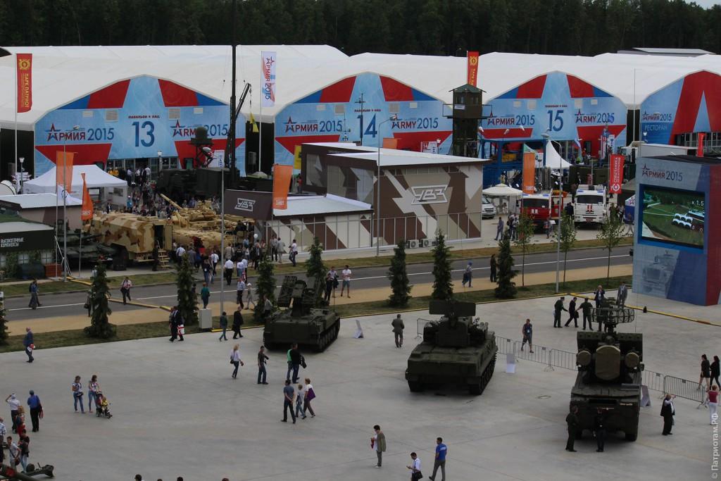 """Павильоны Форума """"Армия 2015""""."""