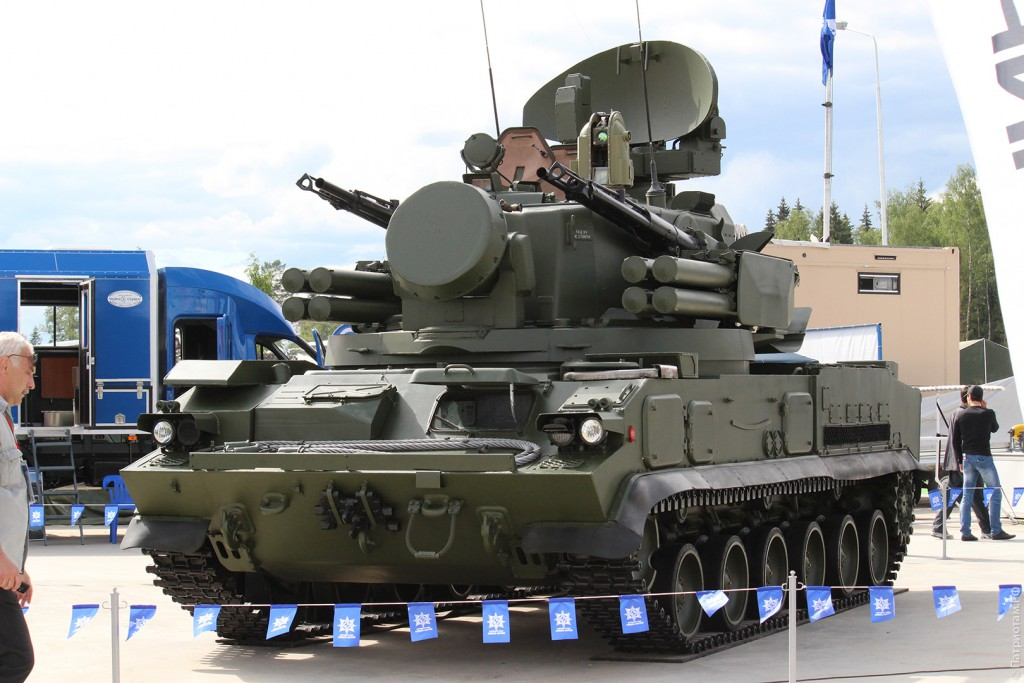 """Зенитная самоходная установка 2С6М1 """"Тунгуска-М1""""."""
