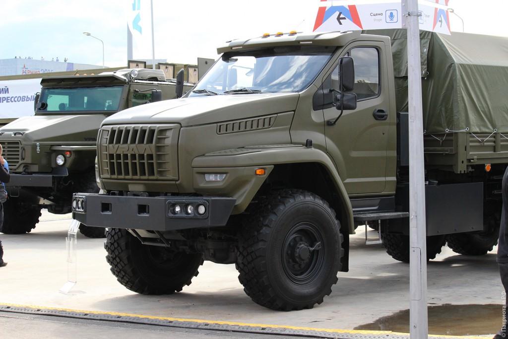 """Военный грузовик """"Урал"""" с новой кабиной."""