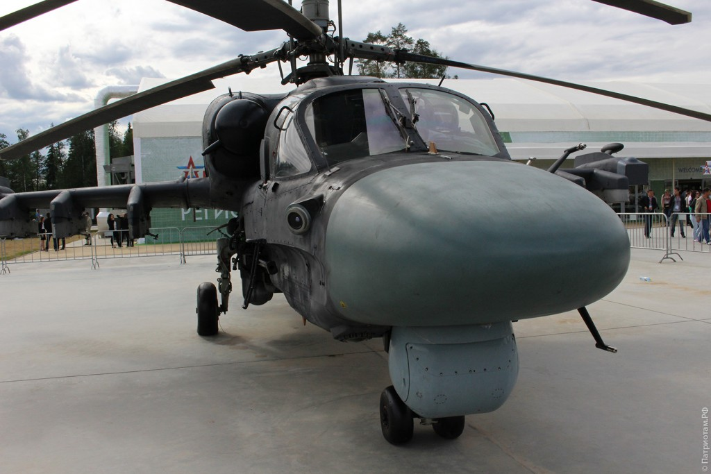 """Длина вертолета """"Ка-52"""" - 13,5 м, максимальная скорость - 300 км/ч."""