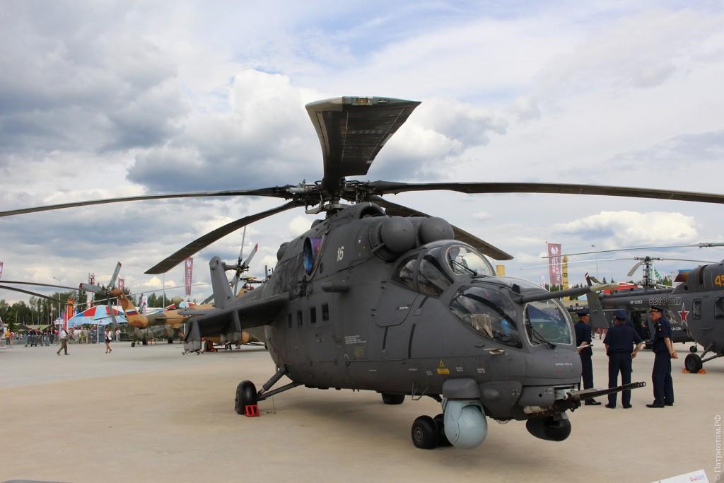 """Многоцелевой ударный вертолет """"Ми-35М""""."""