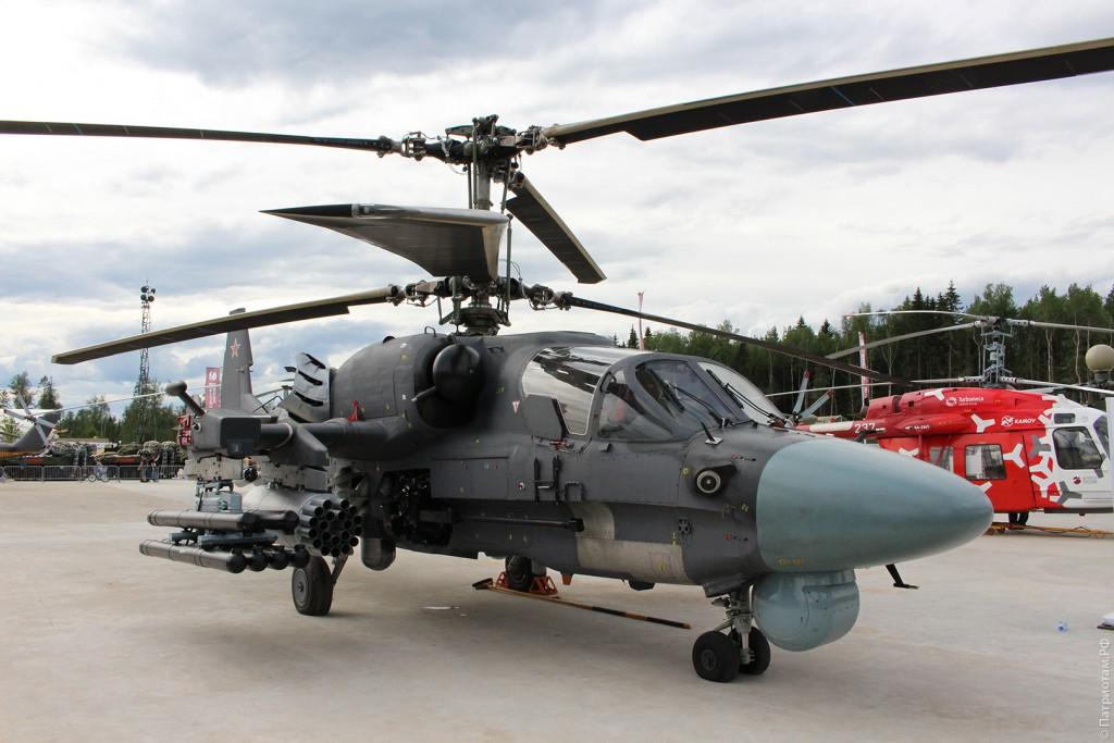 """Боевой разведывательно-ударный вертолет """"Ка-52""""."""