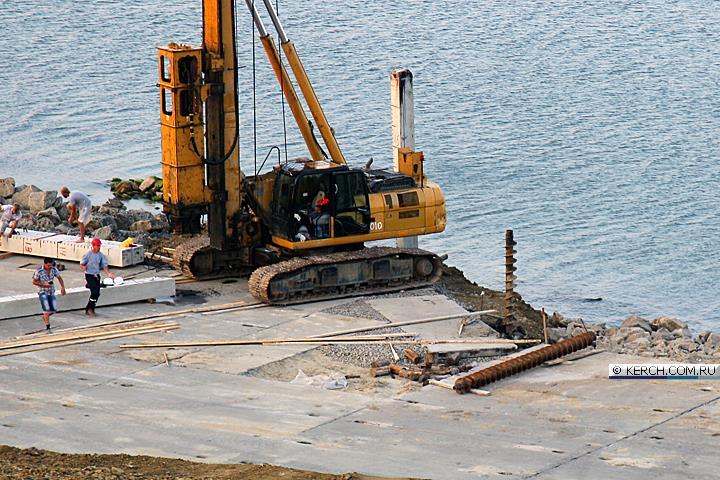 Забита первая свая Керченского моста