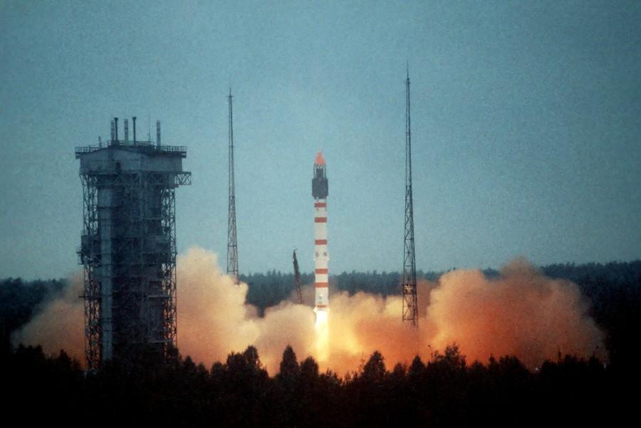 С космодрома Плесецк успешно запущены на орбиту три космических аппарата военного назначения.