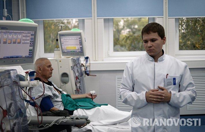 Открытие центра в Белогорске позволит оказывать бесплатные медицинские услуги гемодиализа больным с хронической почечной недостаточностью при строгом соблюдении мировых стандартов. Региональное правительство отмечает, что в Белогорске, втором по численности городе Амурской области, проживают 11 человек, которым постоянно необходима процедура гемодиализа. До настоящего времени им приходилось несколько раз в неделю ездить в столицу региона — Благовещенск.