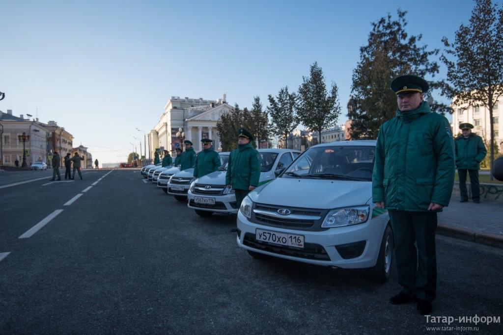 Сотрудникам Минэкологии РТ вручены ключи от новых автомобилей отечественного производства