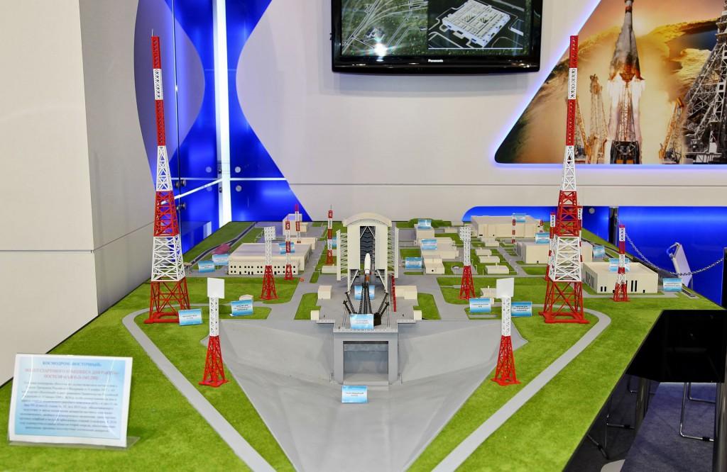 Макет стартового комплекса для ракеты-носителя Союз-2 на космодроме Восточный