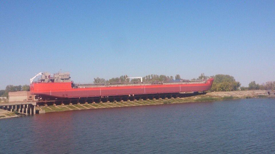В Астрахани спущен на воду новый нефтяной танкер «Яков Гунин» проекта RST25
