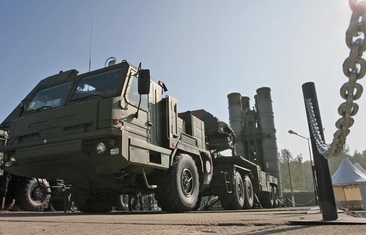 «Алмаз-Антей» досрочно поставил в войска полковой комплект С-400 для ЦВО