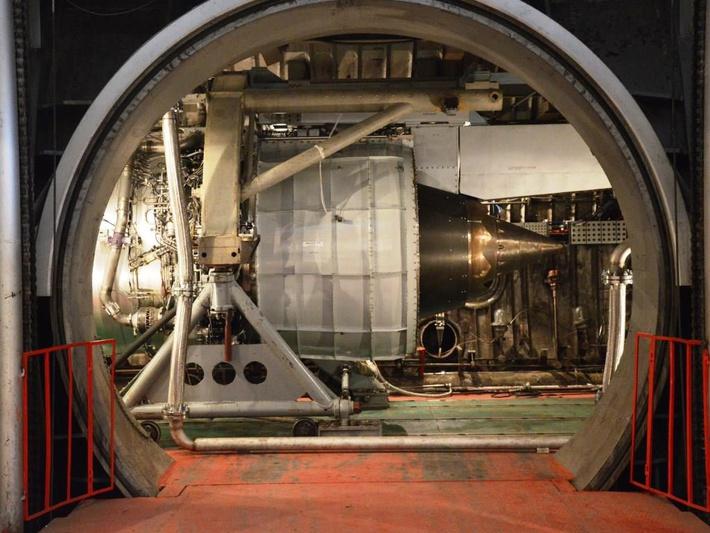 Стенды НИЦ ЦИАМ позволяют моделировать натурные условия эксплуатации двигателей (высоту, скорость, температуру, влажность и др.)
