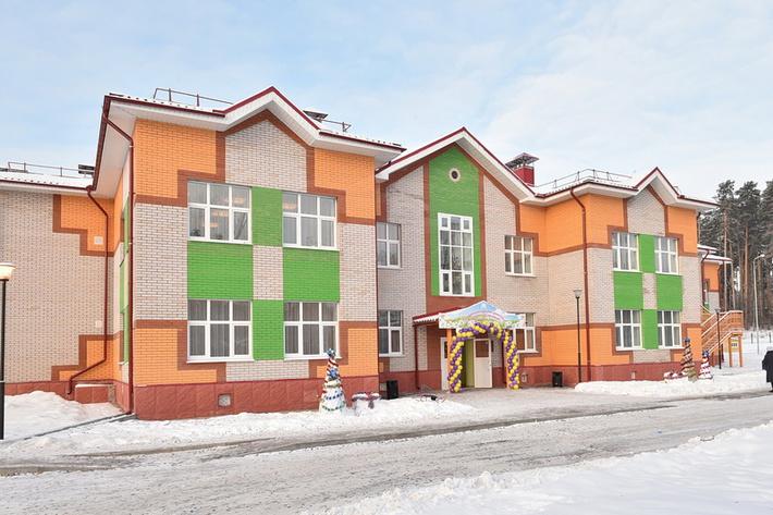 Детский сад на 240 детей открыли 31 декабря в Сарапуле. Детский сад №8 по улице Лесной рассчитан на 10 групп, две из которых предназначены для детей раннего возраста — от 2 до 3 лет. Учреждение оборудовано самым современным оборудованием и игровым инвентарём.