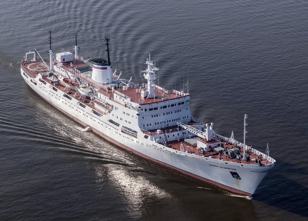 Исследовательское судно ВМФ РФ Адмирал Владимирский провело исследования в Антарктиде
