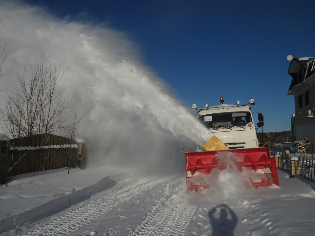 На базе КамАЗа сделали снегоуборщик