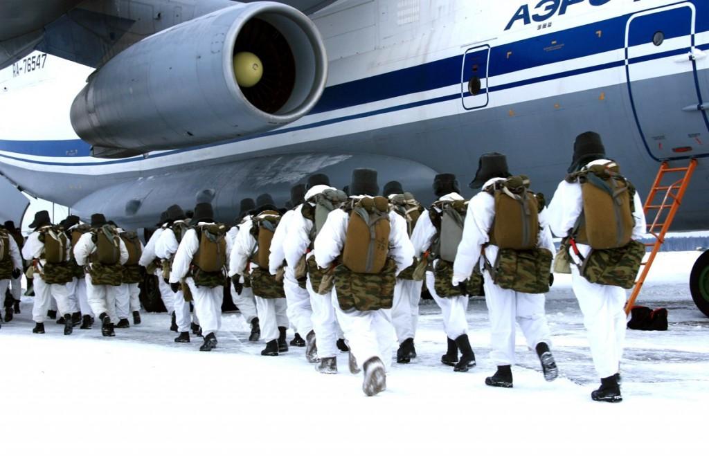 Спецназ ВДВ высадится в Арктике на дрейфующих льдинах