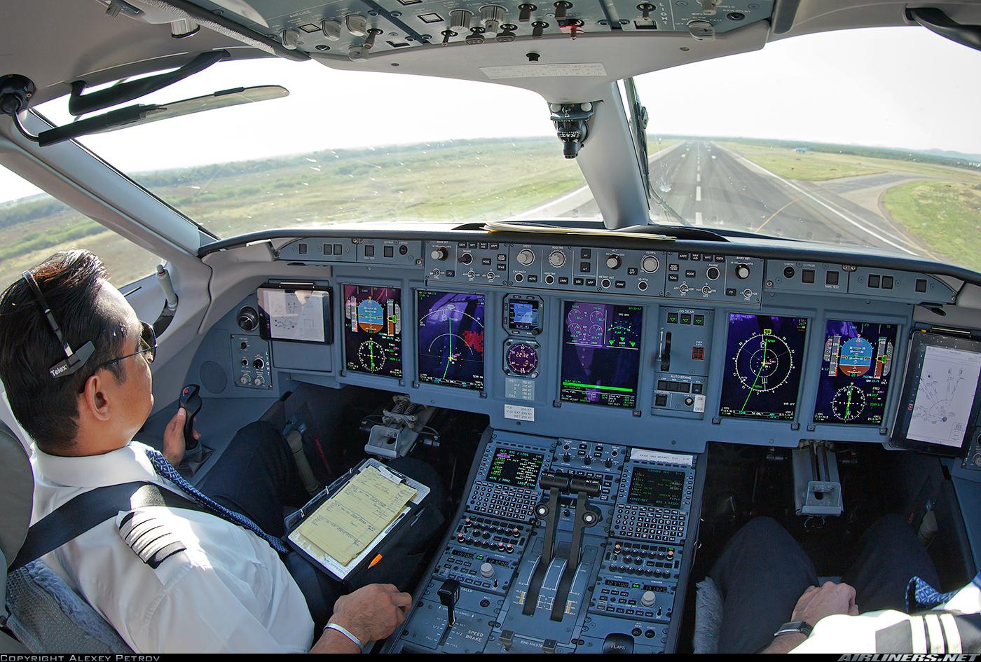 Суперджет 100 получил сертификат о способности совершать посадку в автоматическом режиме