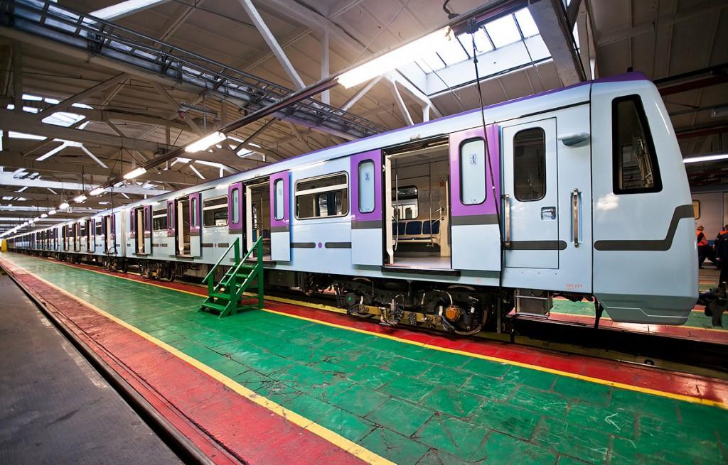 В московской подземке появился очередной поезд со сквозным проходом