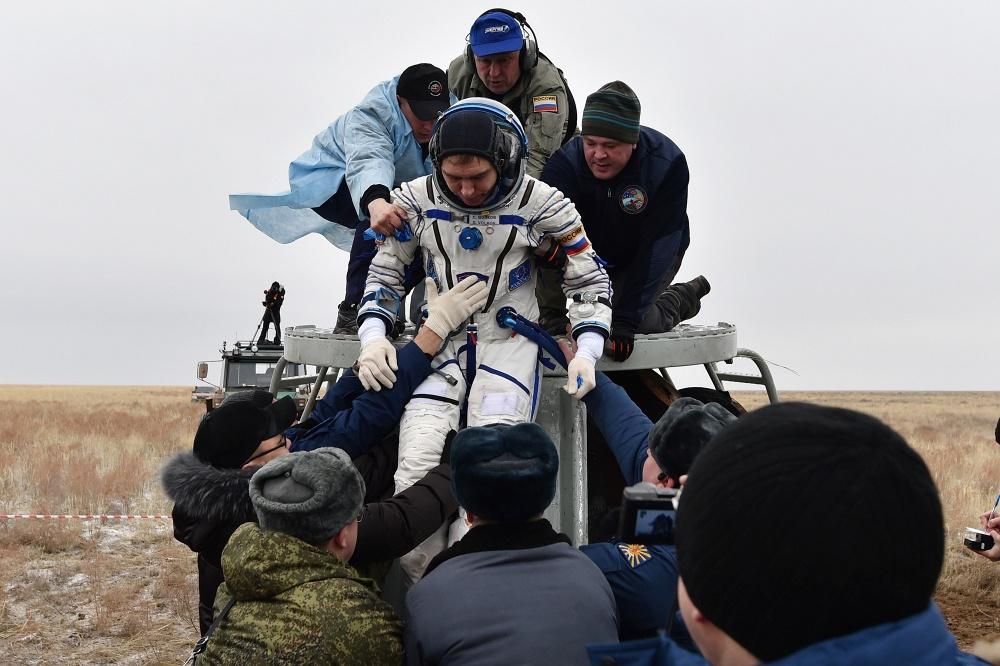 Экипаж Международной космической станции вернулся на Землю  3