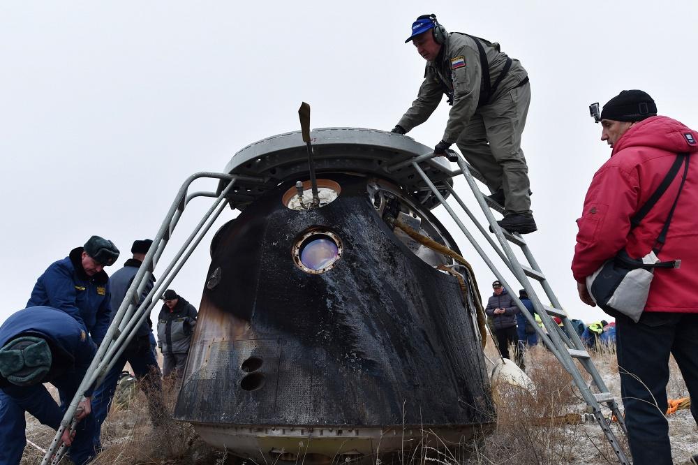 Экипаж Международной космической станции вернулся на Землю