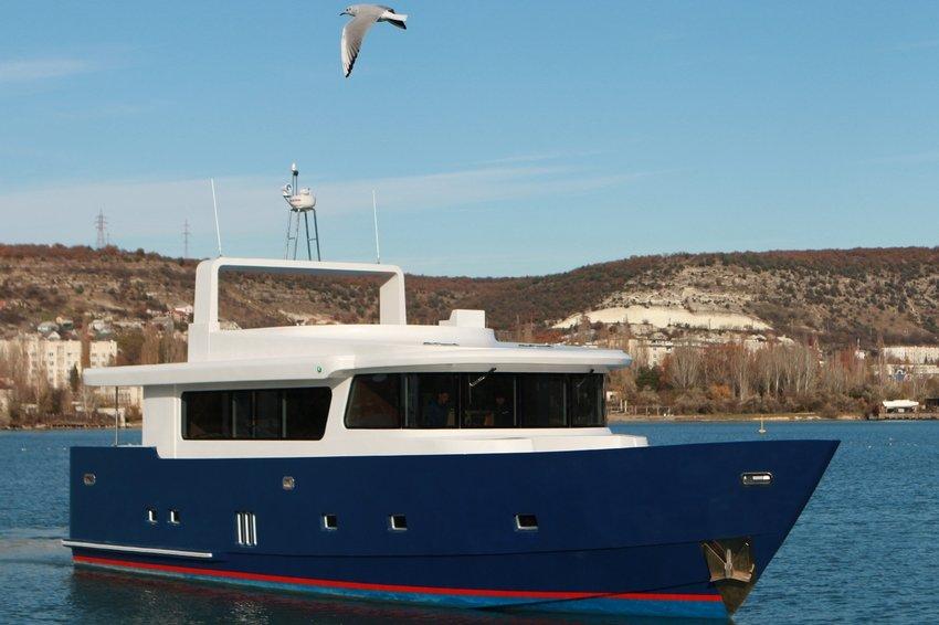 В свободной экономической зоне Севастополя построили первую яхту