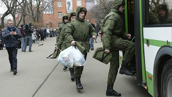Желающих служить в армии молодых людей оказалось на 30 тыс. больше, чем планируется призвать