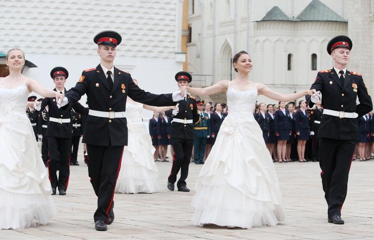 Минобороны РФ возрождает традиции русского бала - первый бал состоялся в Москве