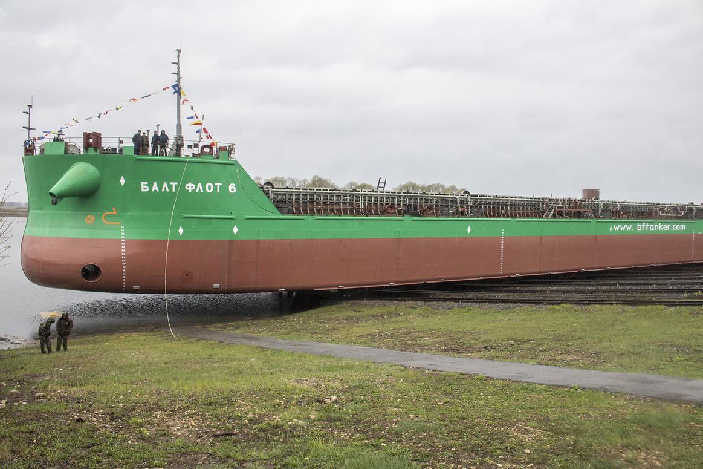Спущен на воду седьмой комбинированный танкер-площадка проекта RST54 «Балт Флот 6»