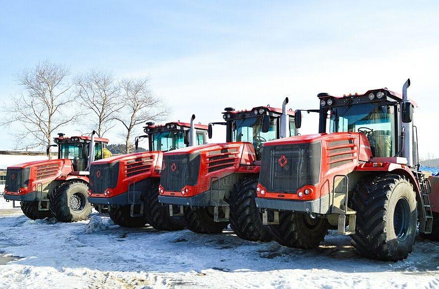 В агрогородок «Корсаковский» на Сахалине поступила партия новых тракторов «Кировец»