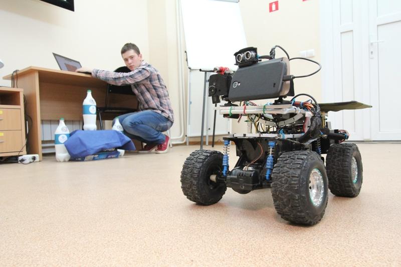 В новом учебном году в школе Томска появится робот-учитель