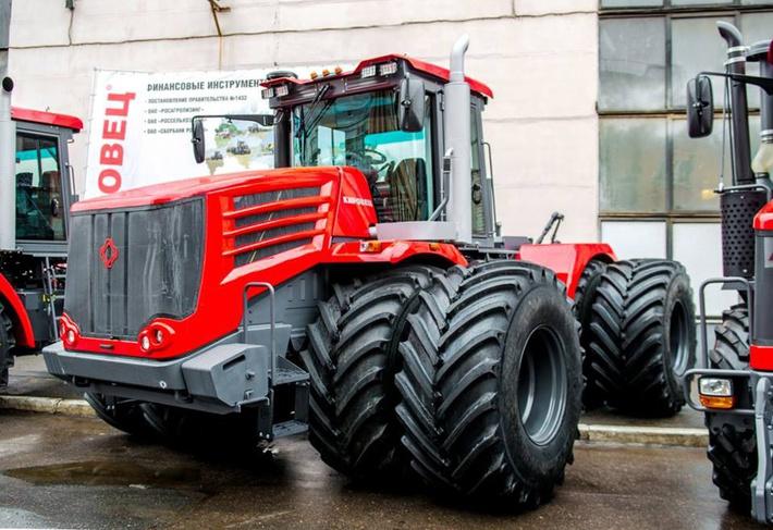 Петербургский тракторный завод начал поставлять трактора «Кировец» в Канаду