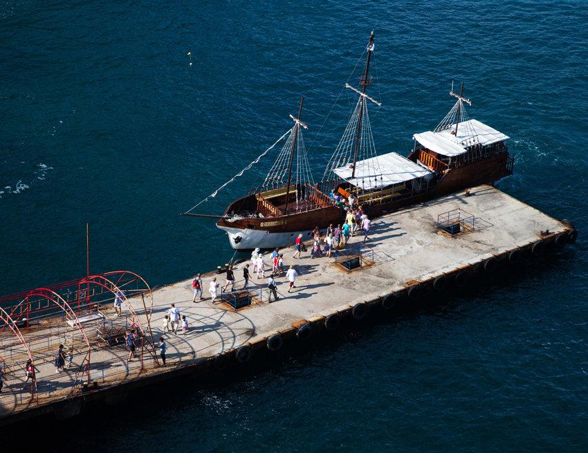 Началась перевозка туристов в Крым по единому билету