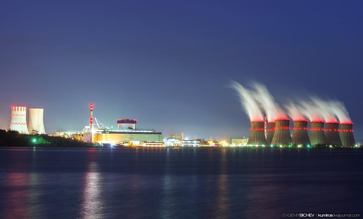 Управляемая цепная ядерная реакция успешно запущена в реакторе ВВЭР-1200 нового, самого мощного в российской атомной энергетике шестого блока Нововоронежской АЭС, он выведен на минимально контролируемый уровень мощности