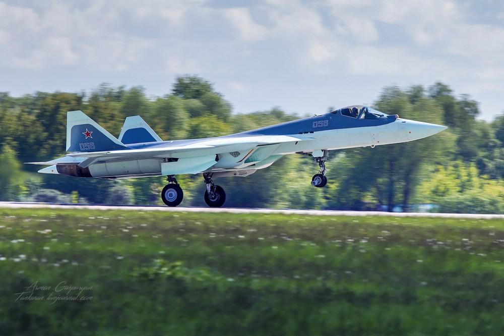 Шестой истребитель пятого поколения Т-50 впервые поднялся в небо над Жуковским
