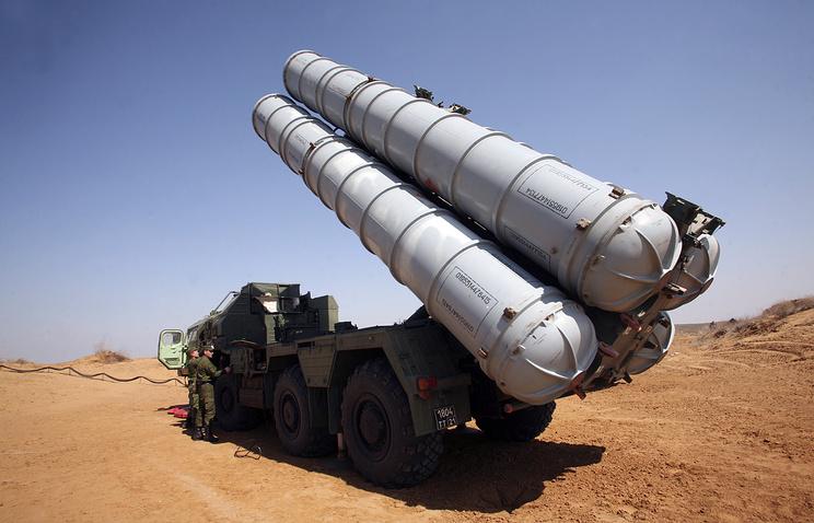 Россия продолжает поставку комплексов С-300 в Иран, поставлена первая часть партии, сообщил журналистам глава Федеральной службы по военно-техническому сотрудничеству Александр Фомин