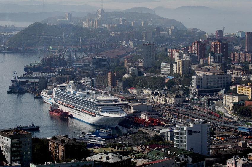 Владивосток принял один из крупнейших лайнеров мира