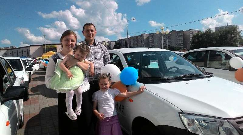 Ключи от новых машин «Лада Гранта» получили 120 многодетных семей Белгородской области