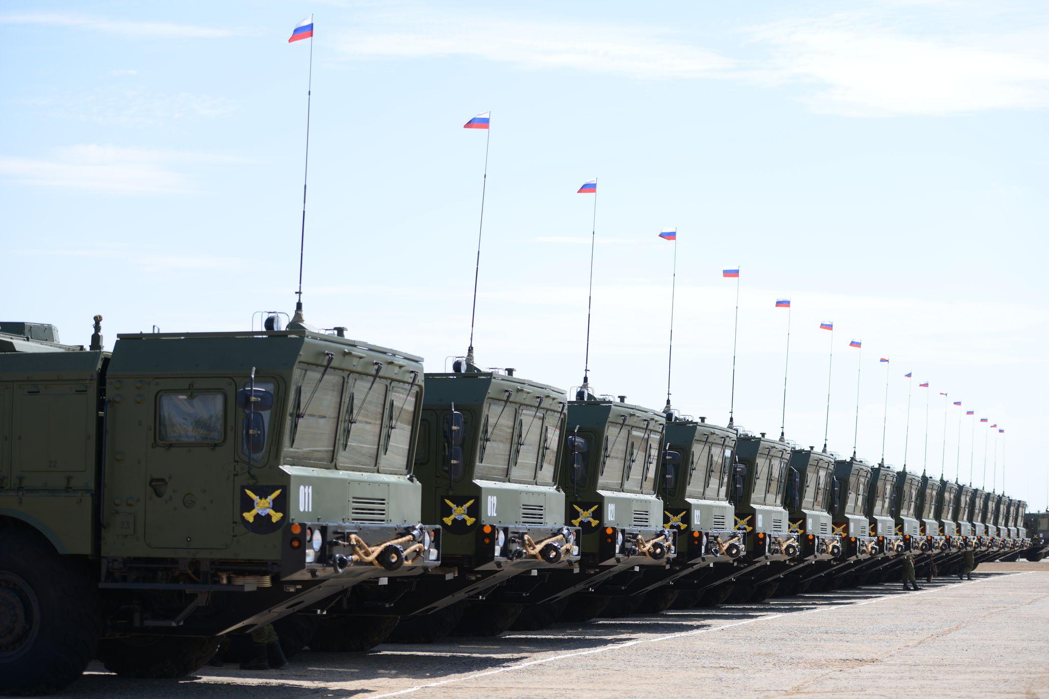 """Российская армия получила очередной комплект оперативно-тактического ракетного комплекса """"Искандер-М"""" Подробнее на ТАСС: http://tass.ru/armiya-i-opk/3410494"""