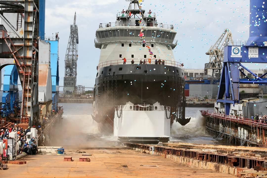 Первый в новейшей истории России ледокол для ВМФ России «Илья Муромец» спустили на воду
