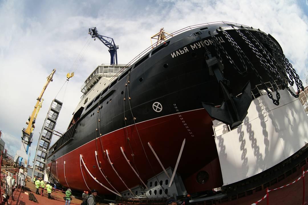 Первый в новейшей истории России ледокол для ВМФ России «Илья Муромец» спустили на воду2