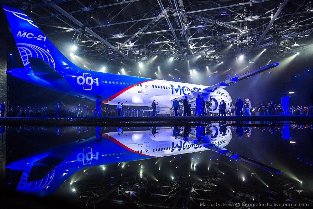 Новейший пассажирский лайнер МС-21 впервые показали на Иркутском авиазаводе (+фото и видео)